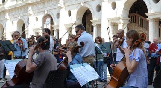 Un flash mob di Aim per promuovere l'immagine di Vicenza nel mondo