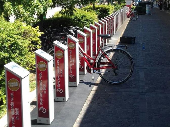Potenziato il bikesharing alla stazione ferroviaria di Mestre e al Lido di Venezia