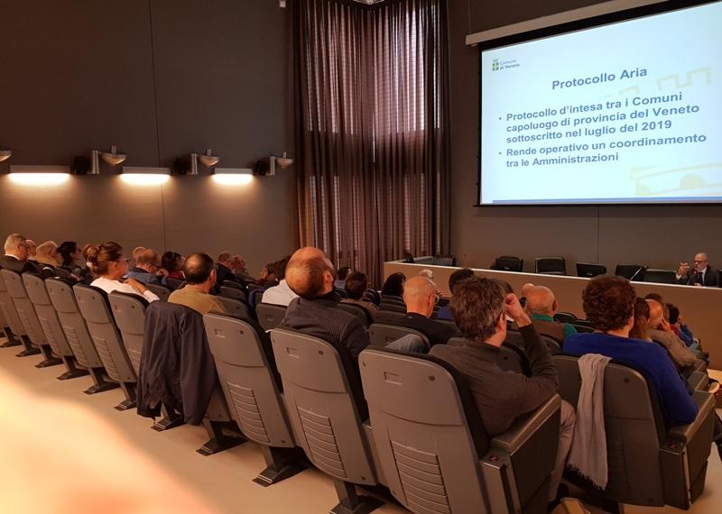 Seminario su inquinamento atmosferico e mobilità sostenibile oggi a Verona nell'ambito della collaborazione tra l'Ordine dei Giornalisti e Confservizi Veneto