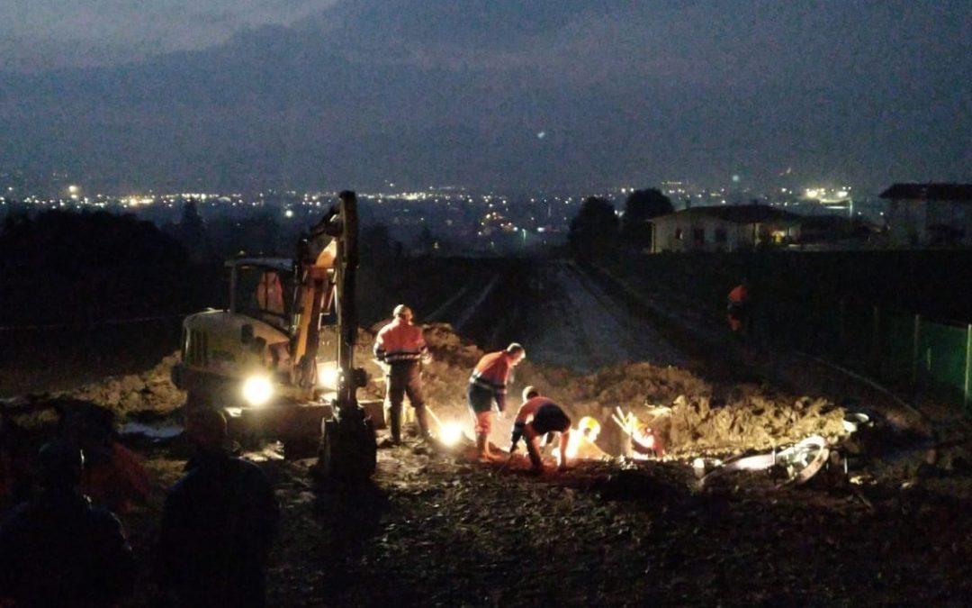 Ieri intervento urgente di Piave Servizi per riparare una condotta idrica rotta con uno scavo da una ditta