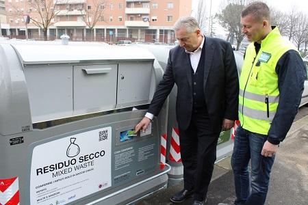 """A Verona sono diventati operativi i cassonetti intelligenti """"ad accesso controllato"""""""