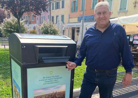 Amia Verona sperimenta dei nuovi cestini per rifiuti intelligenti alimentati a energia solare