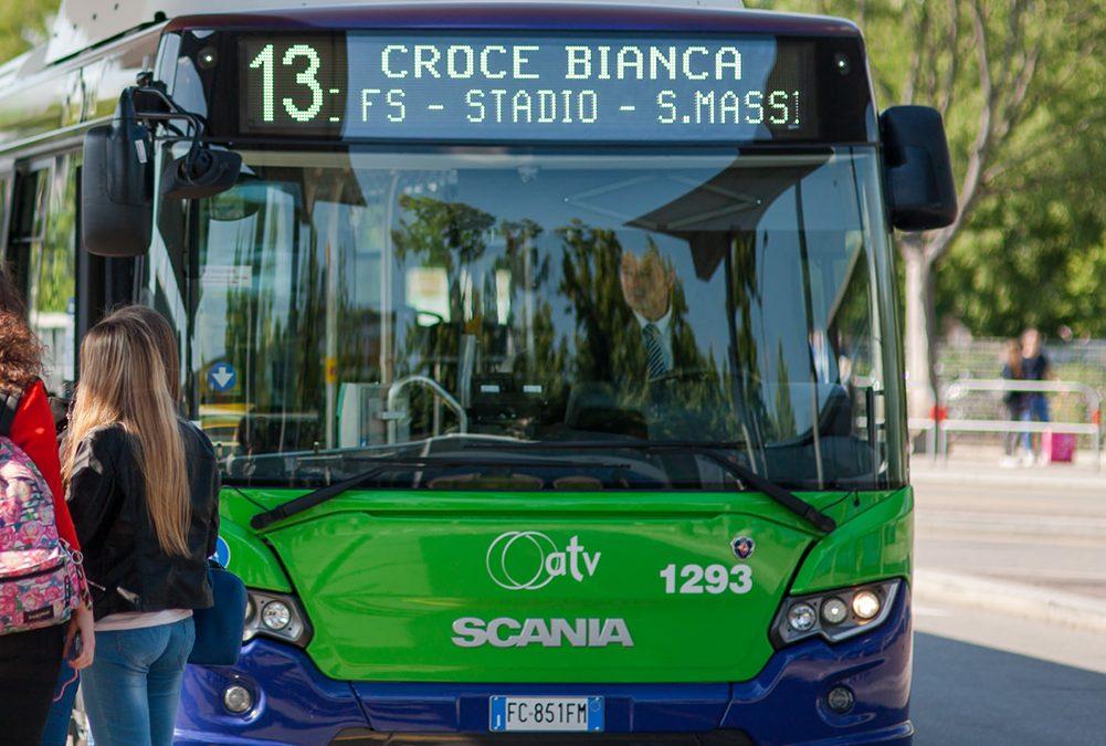 L'Azienda Trasporti Verona ha deviato gli autobus in via Rosa Morando per un improvviso cedimento stradale