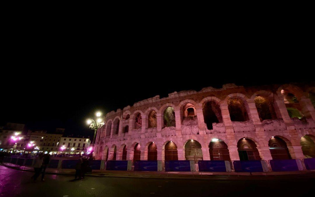 """L'Arena di Verona """"s'è vestita di rosa"""" per sensibilizzare sull'importanza della diagnosi precoce del tumore al seno"""