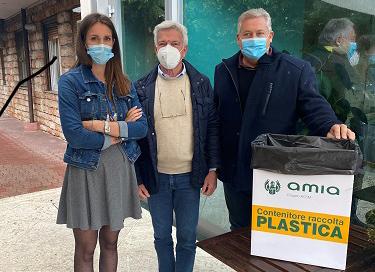 AMIA Verona sostiene la raccolta differenziata dei tappi di plastica delle bottiglie per finanziare attività sociali