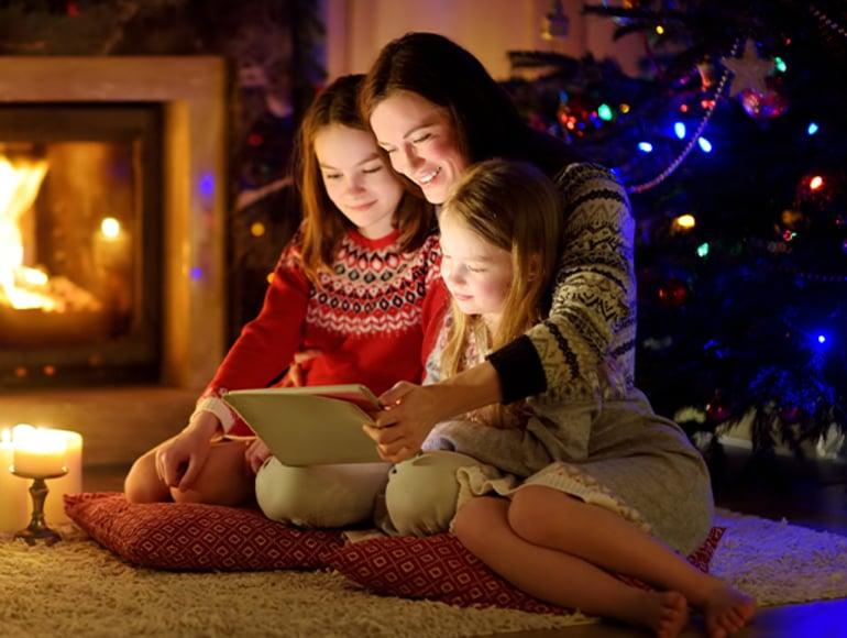 E' tempo di regali per i clienti di EstEnergy: l'azienda propone film a noleggio o cartoline di auguri personalizzate