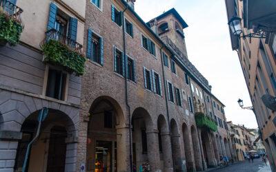 Lavapavimenti industriali e innovative macchine aspira-cicche per la pulizia e il decoro dei portici di Padova