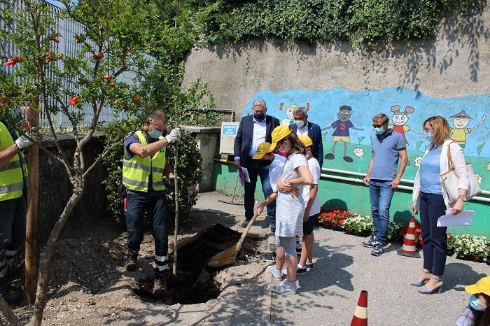 Oggi, ultimo giorno di scuola, sono stati premiati centinaia di giovani coinvolti nelle iniziative ambientali di AMIA Verona