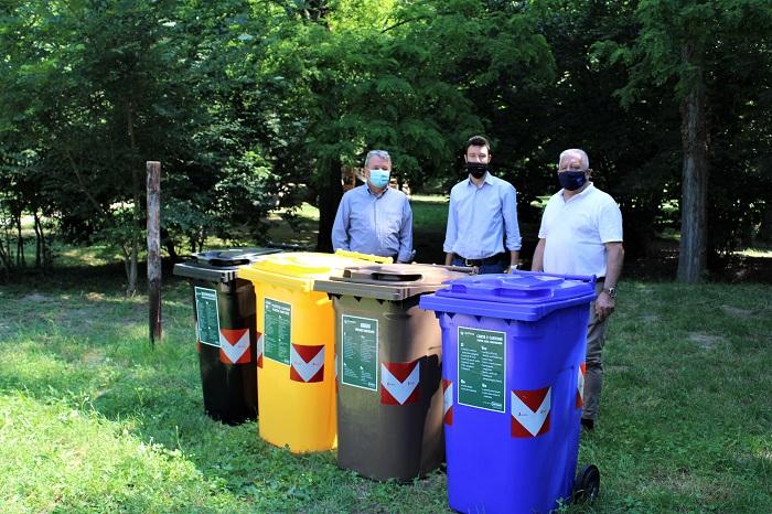Nuovi contenitori per la raccolta differenziata sono in servizio a Verona nel bosco Buri a San Michele Extra